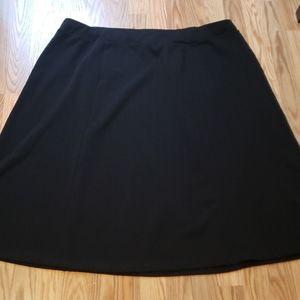 Plus sz 26/28 AVENUE Black flared skirt